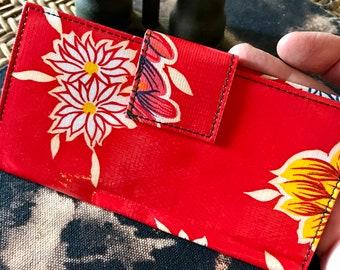 Love Shine Red Floral Oil Cloth Wallet, Women's Billfold Checkbook Clutch Vinyl Wallet