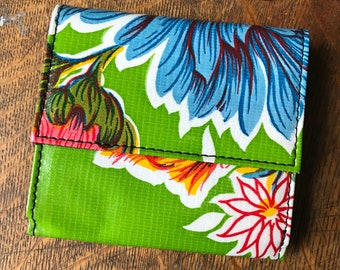 Love Shine Green Floral Oil Cloth Wallet, Women's Billfold French Purse Trifold Vinyl Wallet