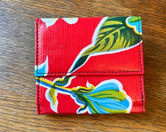 Love Shine Oil Cloth Red Floral Billfold Wallet, Vinyl Trifold Compact Wallet