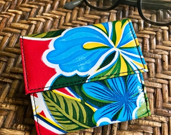 Love Shine Red Blue Floral Oil Cloth French Purse Wallet, Vinyl Women's Trifold Wallet, Billfold
