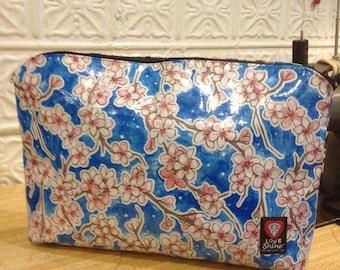 """17"""" Zippered  Blue Floral Oil ClothTravel Bag, Oil Cloth File Holder, Envelope/Portfolio Case"""