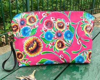 "17"" Pink Floral Oil Cloth Portfolio Laptop Clutch, Large Travel Case"