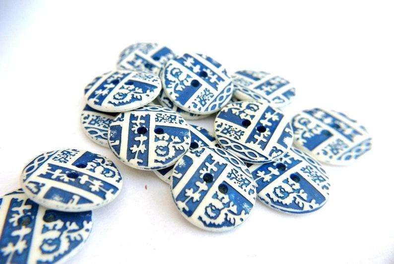 6 Vintage buttons blue plastic white 20mm
