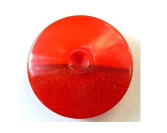 6 Vintage plastic buttons red 2 shades 29mm