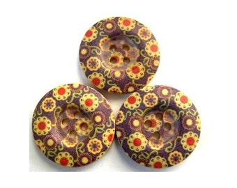 6 Wood buttons, flowers ornament, 25mm