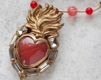 Sacred heart - cherry quartz cabochon short chain pendant (N-5237)