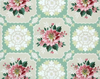 1940s Vintage Wallpaper by the Yard - Floral Vintage Wallpaper Pink Flowers and Doilies on Green