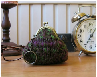 Coin Purse Hand Knitted in Marl Burgundy Green Wool - Small, Keychain, Change, Cute, Kiss Lock, Money Holder, Gifts Under 20, Clasp Pouch