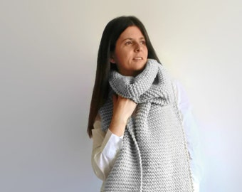 Long Scarf Knitted in Silver Gray Chunky Wool - Oversize Knit Scarf, Mens Extra Long Scarf, Winter Scarf, Womens Scarves, Cute Wrap Unisex