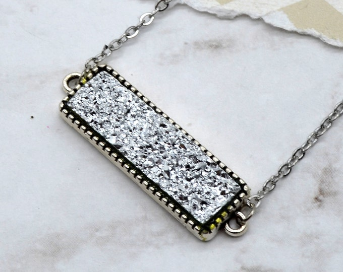 SPARKLING SILVER DRUZY - Bar Necklace