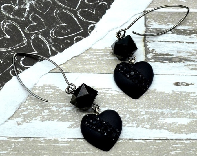 Dark Love - Black Heart Earrings - Rhinestones