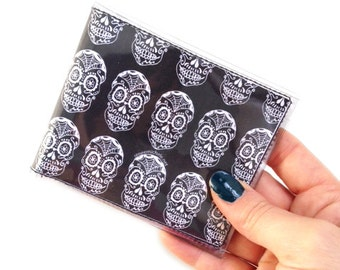 Sugar Skulls Day of the Dead (Día de los Muertos) Men's bifold vinyl wallet