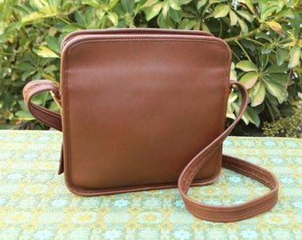 b8492d1209f8 Vintage Coach British Tan Camera Lunchbox Square Box Leather Purse  Crossbody USA 9817