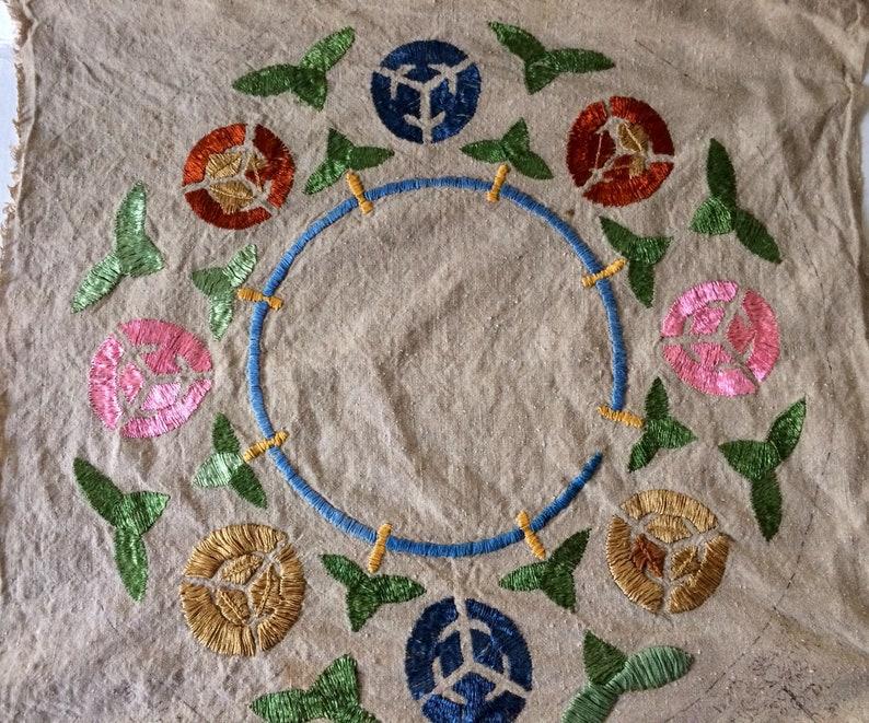 20\u201d x 20\u201d Stylized Floral Design Vintage Arts /& Crafts Era Hand-Embroidered Linen Fabric