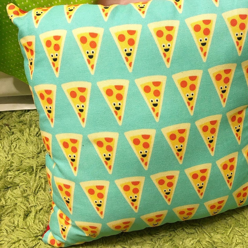 OMG PIZZA PILLOW image 0