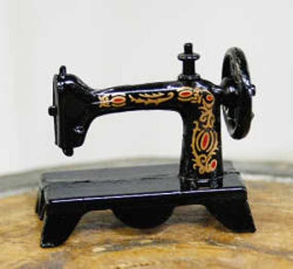 Miniature Metal Singer Sewing Machine Etsy Fascinating Metal Singer Sewing Machine