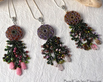 3 tulips beadwoven spring necklace