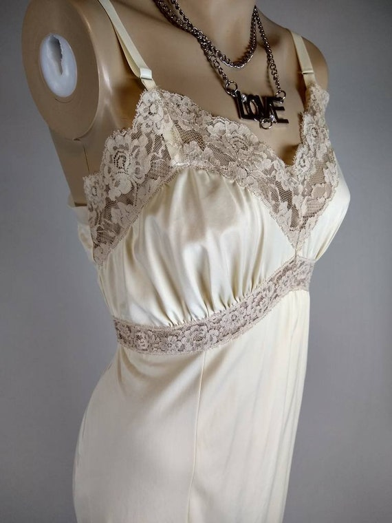 326a892ad8d70 vintage full dress lacy nylon 50s slip nude beige shimmer size