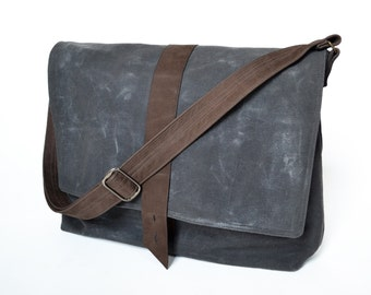 Waxed canvas bag man