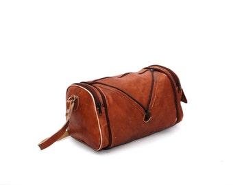 377657dbc9 CONVERTIBLE tan brown leather 70s 80s BOHEMIAN HOBO duffel bag purse