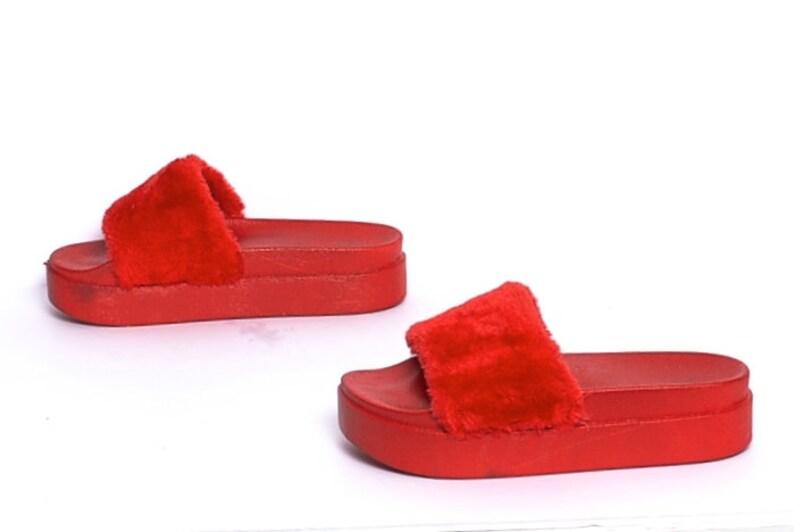 e5784cc468dd Size 9 FUZZY red fur 90s PLATFORM summer slip on SLIDES
