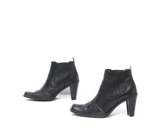 size 7.5 CHELSEA black leather 80s 90s WESTERN pull on ankle boots made in ITALY