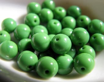 Vintage green glass beads - 6mm round  (30)
