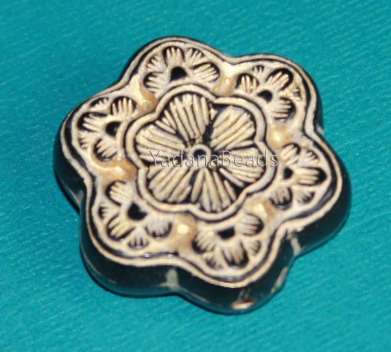 Vintage Acrylic flower beads 30mm Cream with gold accent