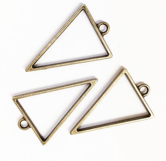 BULK 20 Triangle pendants antique silver tone P160