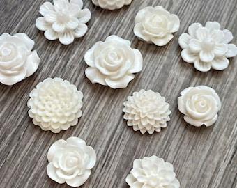 White Flower Magnet Set, White resin flower Magnets, strong fridge magnets, gift for gardener, magnet set, garden club gift, white magnets