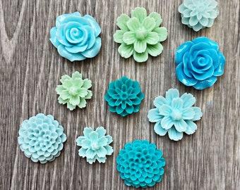 Blue Green Flower Magnet Set, Blue resin flower Magnets, strong fridge magnets, gift for gardener, magnet set, garden club gift, teal green