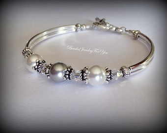 Pearl Bridesmaid Bracelet: Bridal Bracelet, Bridal Party Jewelry, Bridesmaid Jewelry, Wedding Party, Matron of Honor Jewelry, Thank You Gift