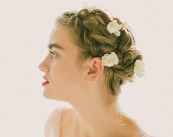 Clips, combs & hair pins