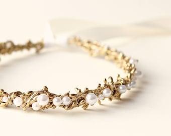 Gold flower girl crown, Golden pearl headpiece, Gold woodland crown, Rustic golden flower girl head piece, Gold hair wreath, First communion