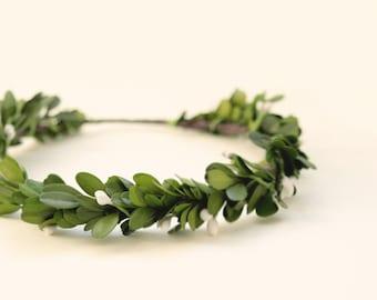 Preserved boxwood hair wreath, Holiday hair crown, Green leaf boho crown, Greenery bridal hair, Bridal hair crown, Boho wedding wreath