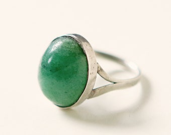 Vintage jade silver ring, Size 9, Green boho ring, Vintage Sterling silver, Domed green ring, Jade cabochon, Festival wear, Gift for her