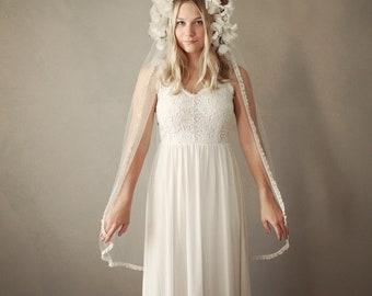 Ivory lace trim veil, Lace bridal veil, Vintage-inspired wedding veil, Ivory tulle veil, Lace edge veil