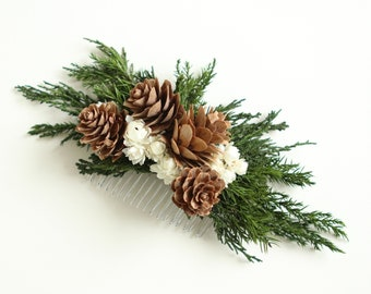 Evergreen hair comb, Boho hair accessory, Woodland wedding, Bridesmaid hair comb, Dried floral headpiece, Dried flowers, Winter wedding comb