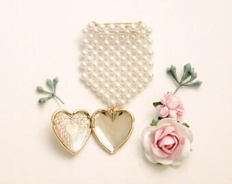 Bridal bouquet locket, Golden locket pin, Remembrance photo locket, Vintage pearl badge pin, Gold heart brooch, Bouquet charm, Wedding gift