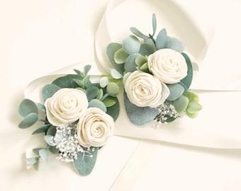 Sola eucalyptus corsage, (1) Wedding corsage, Mother of the bride flower, Woodland boho wrist, Farmhouse, Green leaf tie-on ribbon