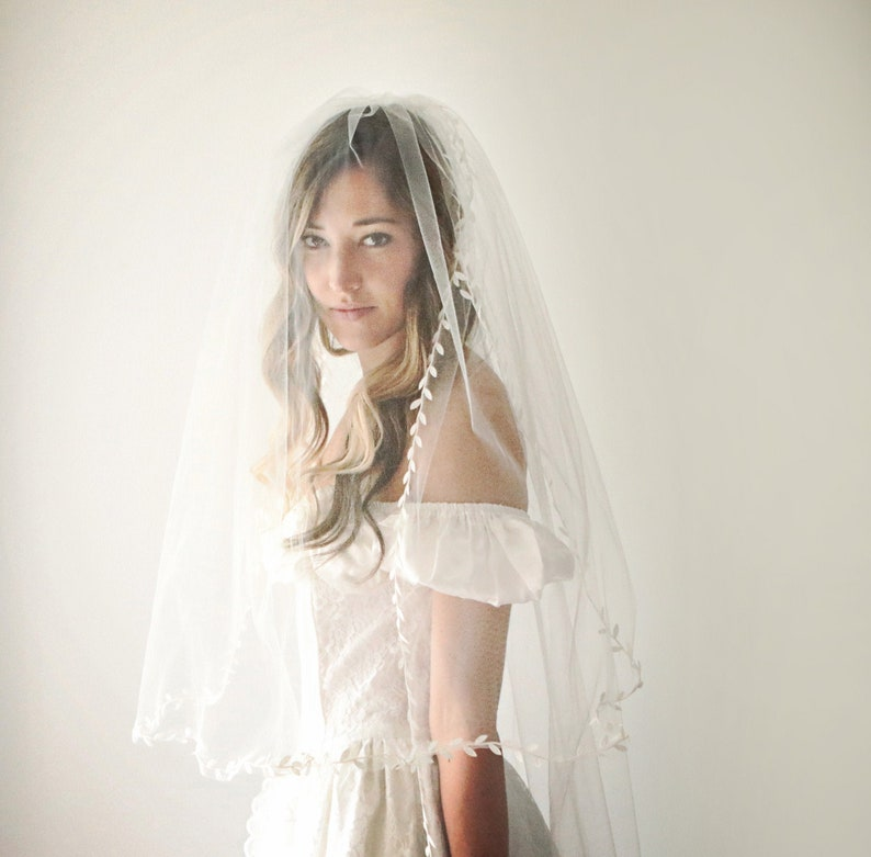 Double layer bridal veil Tulle veil with blusher Leaf ribbon image 0