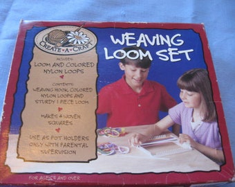 Vintage Weaving Loom Set  By Create-A_Craft  Great for making Potholders