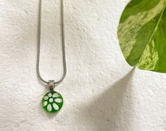 Green flower delicate necklace | stainless steel chain | handpainted glass by azurine | FAIT AU QUÉBEC