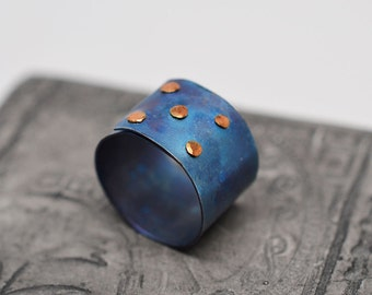 1/2 inch wide heat anodized blue titanium 5 brass rivet die pattern ring (size US 5.5)