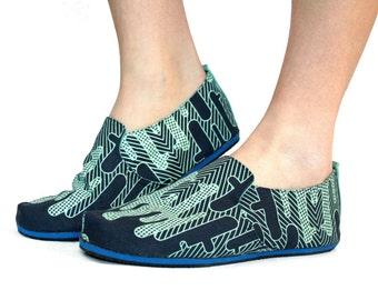 Sz. 7 Seafoam Navy Cactus Canvas/Rubber Lightweight Slip On Shoe