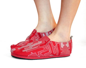 Sz. 10 Red Silver Cactus Canvas/Rubber Lightweight Slip On Shoe