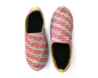 Sz. 5 Seafoam Red Diamonds Canvas/Rubber Lightweight Slip On Shoe