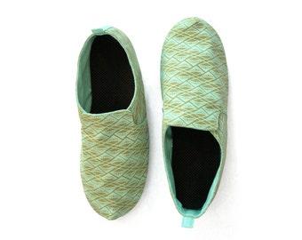 Sz. 8 Seafoam Olive Diamonds Canvas/Rubber Lightweight Slip On Shoe