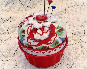 Retro vintage Pin cushion red rose fabric vintage jello mold Jewelry Keep ECS svfteam RDT FVGteam sewing gift