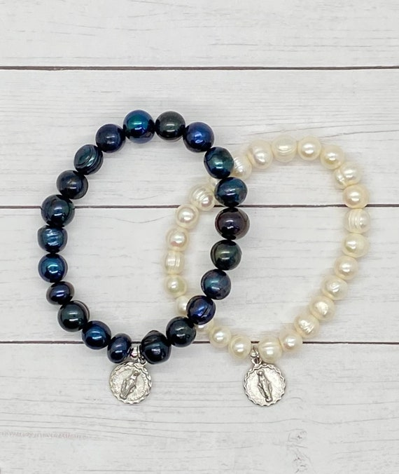 Queen of Heaven Cultured Pearl Miraculous Medal Stretch Bracelet